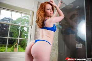 amateur photo Ella Hughes