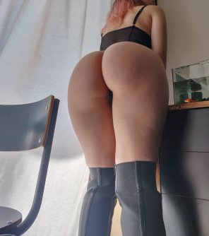 amateur photo [F] For all the ass lovers 😘