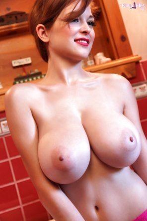 amateur photo Tessa Fowler naked nipples boobs