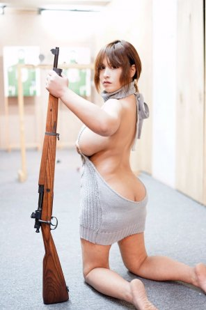 amateur photo Girl & Gun