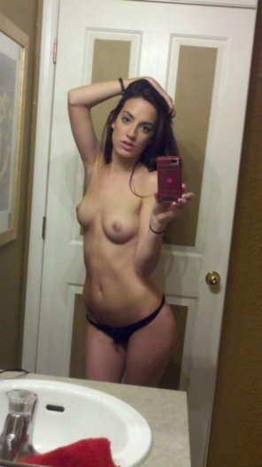 amateur photo Sexy little brunette