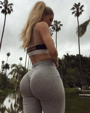 amateur photo Blonde prefers gray