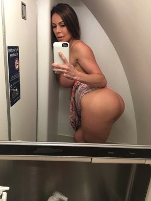 amateur photo MILF on a Plane