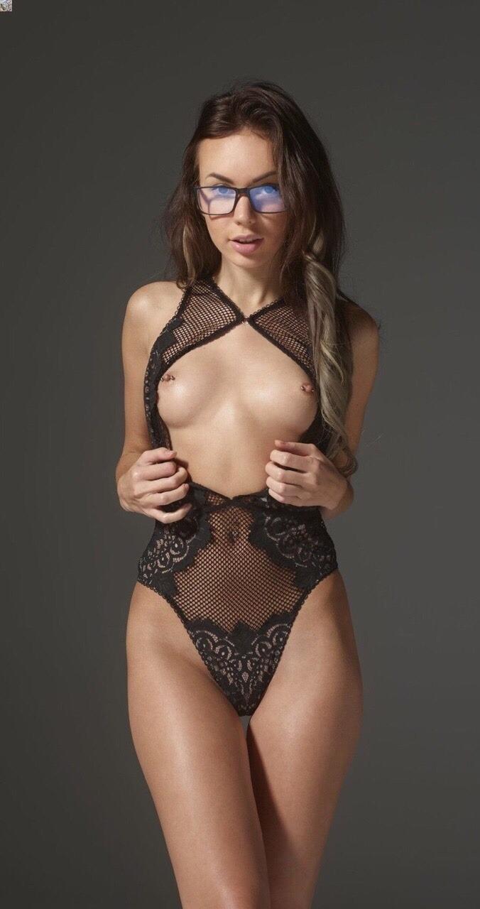 100 Pictures of Brunette Girl Porn