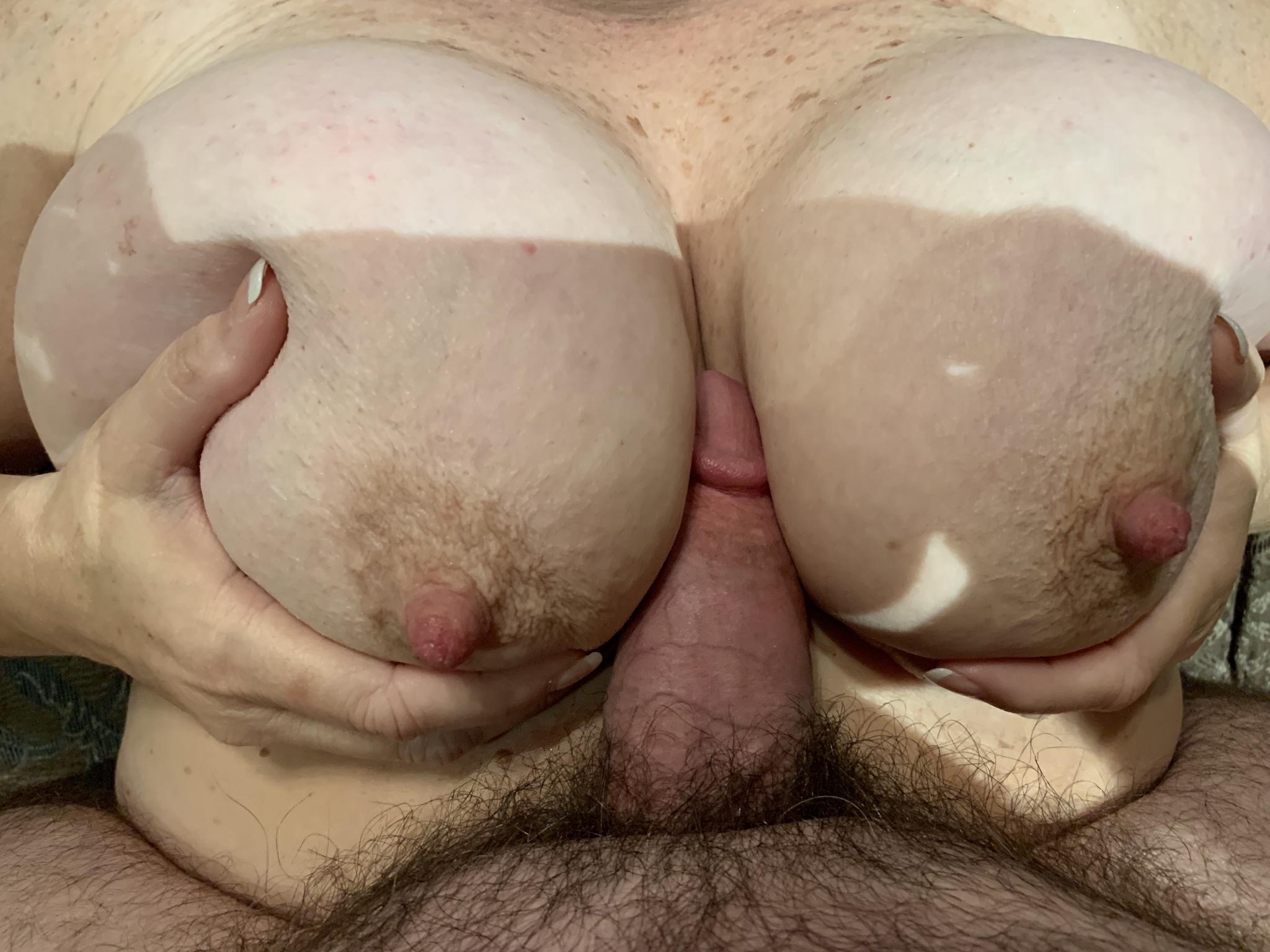 Huge Tits Webcam Orgasm