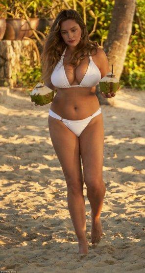 amateur photo Coconuts