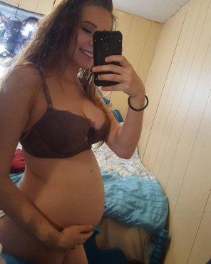 amateur photo Beauty with a belly!