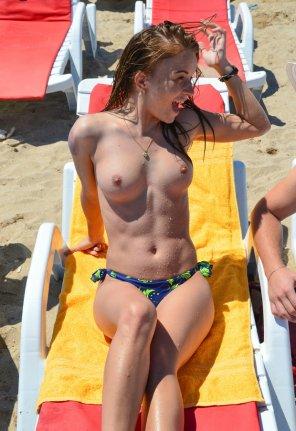 amateur photo Beach Girl should look like 👍 .