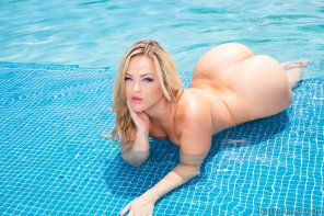 amateur photo Alexis Texas teasing with all that bubble