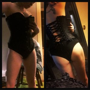 amateur photo Found an old corset today! 🖤 Still fits! [f26] Do you like it? 😘