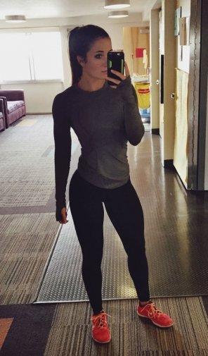 amateur photo Lean legs and tight stomach