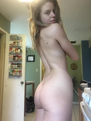amateur photo Bed Head and Bed Booty [oc] [f]