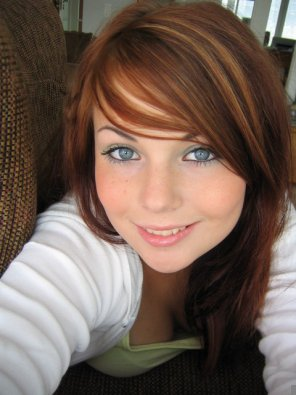 amateur photo Smiling redhead with grey eyes