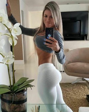 amateur photo Her tight pants made mine tight too