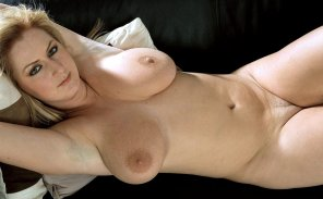 amateur photo Paris Lorenz relaxing
