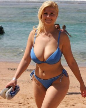 amateur photo Stunning curves on this beach blonde