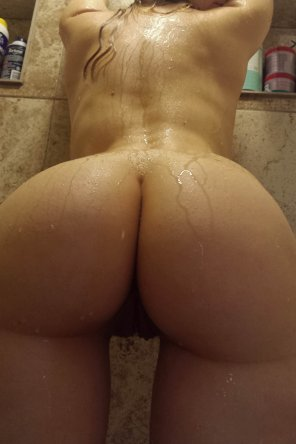 amateur photo Shower showoff