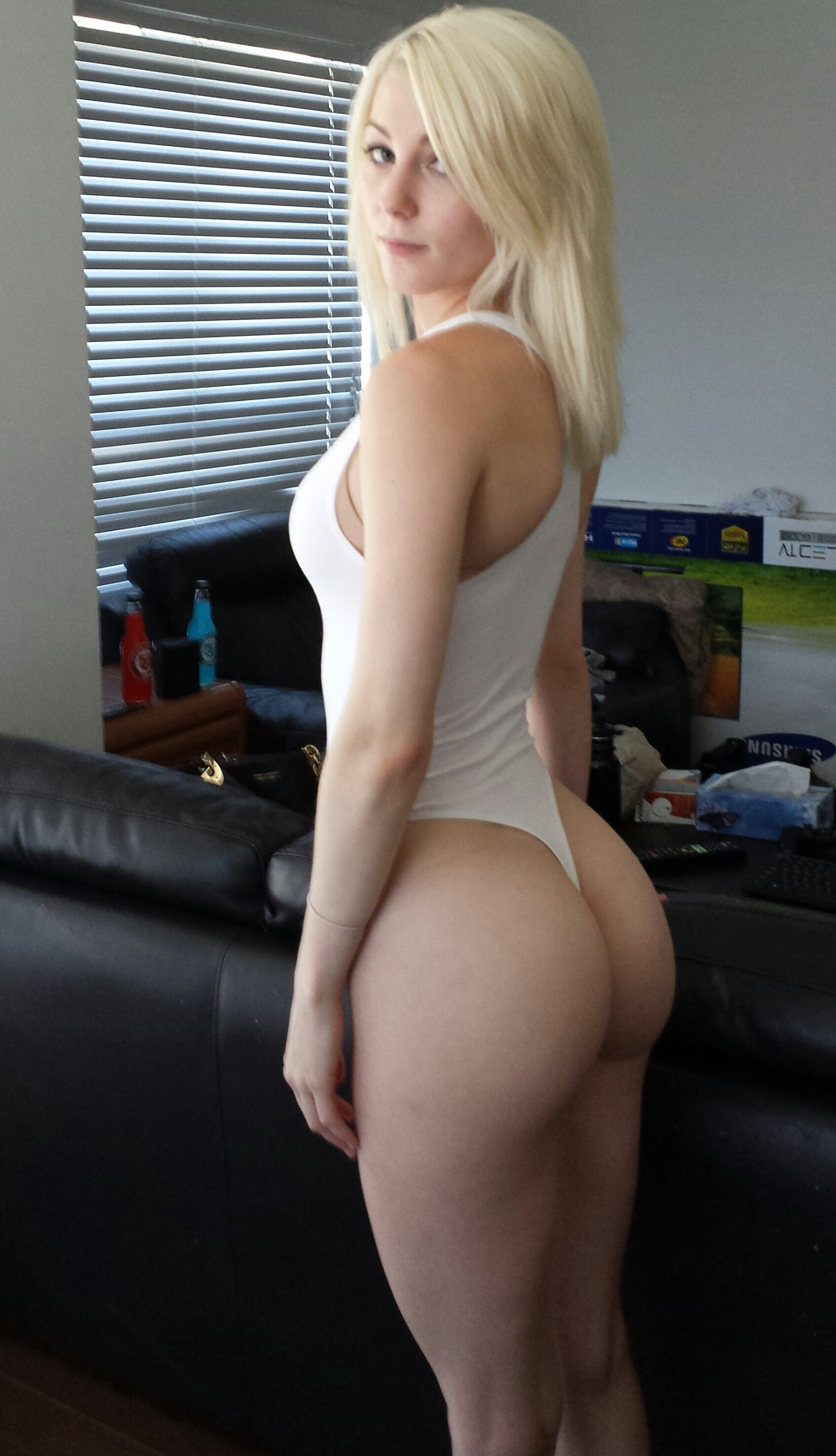 Opinion posing very sexy blonde all not