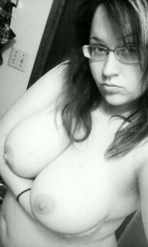 amateur photo Semi artsy brunette
