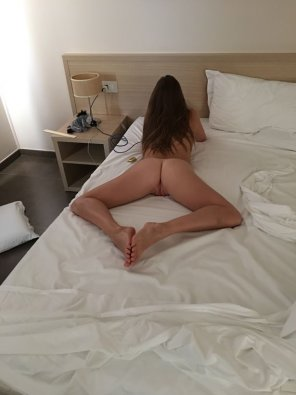amateur photo [18F] I'm straight, but one of my fantaisies is to have girls literraly kissing my ass, mainly for the powertrip
