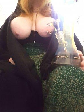 amateur photo Bongs, [f]lowy pants & tits ✌