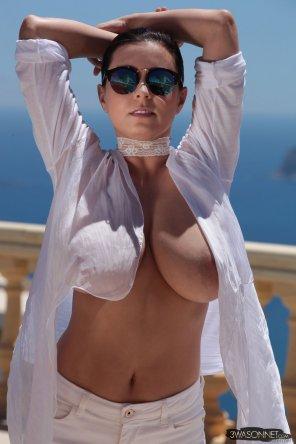 amateur photo Ewa Sonnet in a white shirt