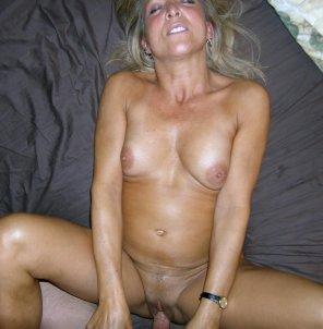 amateur photo mature lady knows whats good