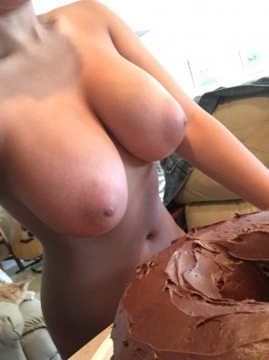 amateur photo Topless frosting of cake