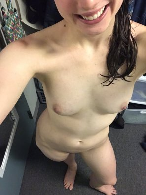 amateur photo I actually have a date tonight, but I [f]igured I'd share my body with y'all first 😘