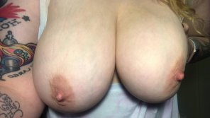 amateur photo Big titties to start off a new week 😉