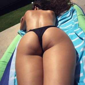 amateur photo Sunbathing hottie