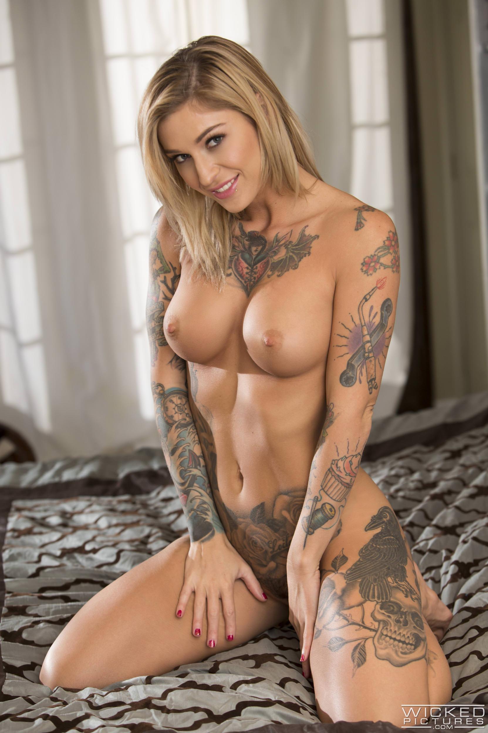 Hot milf franki ryder fucked on her desk porn image gallery scene