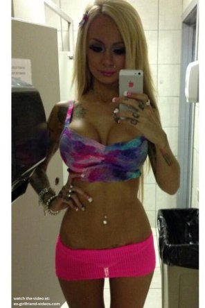 amateur photo Blonde bimbo