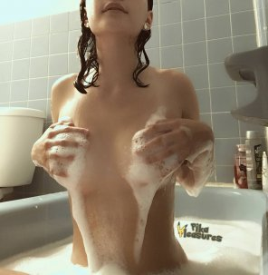 amateur photo Soapy Handbra! [Contest]
