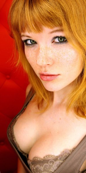 amateur photo Sexily freckled