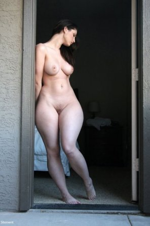 amateur photo curve hips