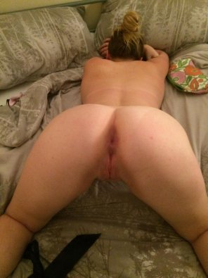 amateur photo My huge ass [f]ully on show ;)