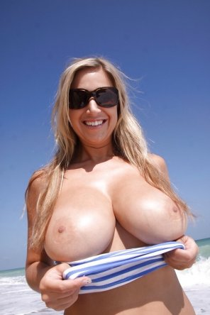 amateur photo Bad Boobjob at the Beach