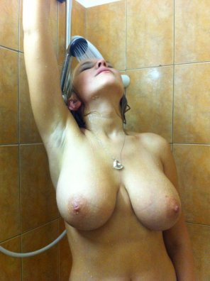 amateur photo Wet shower boobs