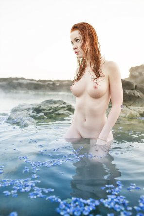 amateur photo Pale in a hot spring
