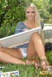 amateur photo Blonde in Art Class