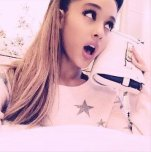 amateur photo Ariana Grande poppin that o-face selfie