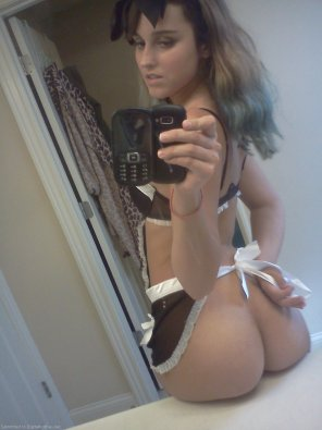 amateur photo 18 year old maid