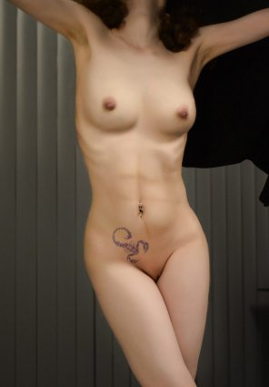 amateur photo Original ContentFull [f]ront
