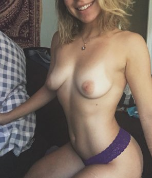 amateur photo [F]eeling lonely, anyone want to come keep me company ?