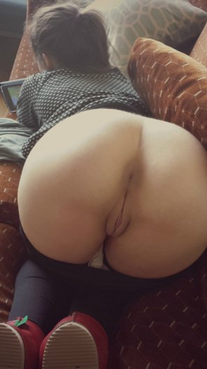 amateur photo Perfect Innie bent over