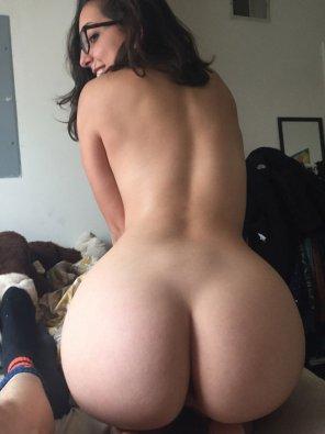 amateur photo Glasses and a bubble butt