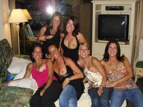 amateur photo Girls night out