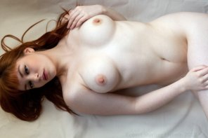 amateur photo Pale and Curvy