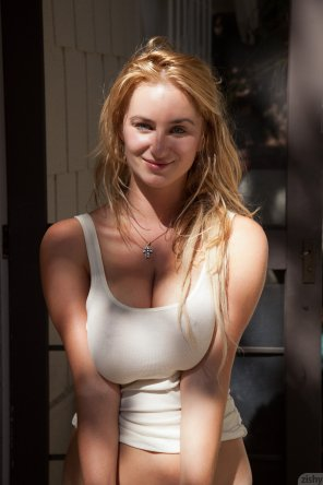 amateur photo Sophie Turner look-alike